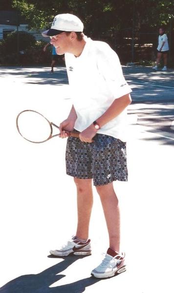 nico-playing-tennis